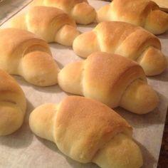 Myke og lubbne horn – Fru Haaland Norwegian Food, Cloud Bread, Easy Bread Recipes, Cookie Pie, Sweet Bread, Hot Dog Buns, Horns, Good Food, Food And Drink