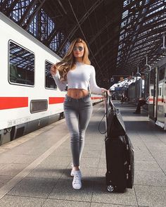A post from Travel mode on 😎 Via __________________________________ ▪️For shopping link in bio▪️ Outfits For Teens, Sexy Outfits, Fashion Outfits, Fashion Trends, Sexy Jeans, Skinny Jeans, Look Festival, Looks Pinterest, Pinterest Fashion