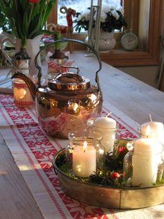 Brukt og Blandet Christmas decor at my table. Norwegian style.