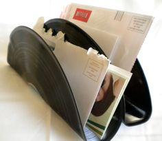 Letter Holder From Old Records Vinyl Record Projects, Record Crafts, Record Art, Wood Projects, Craft Projects, Records Diy, Old Vinyl Records, Rock Room, Desktop Organization