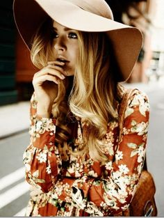Floppy Hats and Florals. love hats! i want to try this for NAYC this year :)