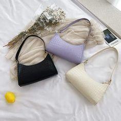Keep These Things In Your Emergency Bag Trendy Handbags, Handbags On Sale, Fashion Handbags, Vintage Accessories, Fashion Accessories, Emergency Bag, Small Shoulder Bag, Leather Handbags, Leather Bag