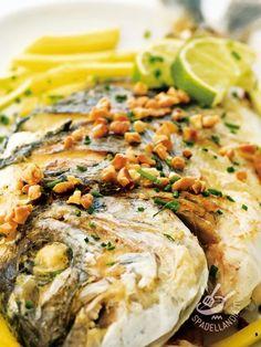 Bream with almonds - Un modo insolito per gustare uno dei pesci più buoni del Mediterraneo. Con l'Orata profumata alle mandorle servirete tutto il profumo della brezza marina. #orataallemandorle