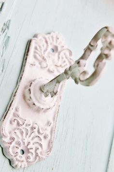 Shabby Chic Pink, Shabby Chic Cottage, Shabby Chic Homes, Shabby Chic Decor, Romantic Cottage, Cozy Cottage, Cottage Style, Farmhouse Style, Jewelry Hooks