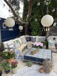 Boho Style Decor, Outdoor Coffee Tables, Deco Boheme, Garden Painting, Style Tile, Boho Diy, Garden Spaces, Outdoor Furniture Sets, Outdoor Garden Furniture