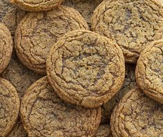 A Ginger Cookie is a perfectly soft and chewy cookie for those who love the taste of a ginger snap but hate the crisp and hard bite. Soft Ginger Cookies, Butter Pecan Cookies, Crispy Cookies, Chocolate Chip Cookies, Ginger Lemon Cookies Recipe, Yummy Cookies, Galletas Cookies, Candy Cookies, Crinkle Cookies