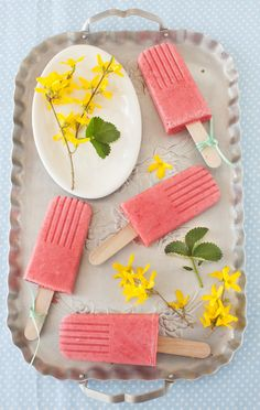 Smoothies made into popsicles...what could be better *Strawberry Smoothie Popsicles * from Cooking Melangery