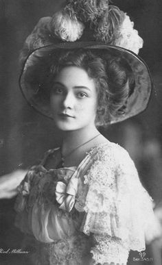 30 Vintage Portrait Photos of Beauties with Chapeau from the Late 19th and Early 20th Centuries