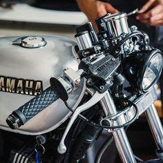 Yamaha Cafe Racer, Yamaha Bikes, Triumph Motorcycles, Custom Motorcycles, Custom Bikes, Cafe Racers, Indian Motorcycles, Yamaha Rx100, Moto Car