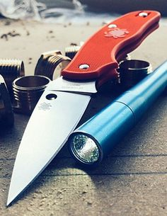 SPYDERCO Spy-DK Lightweight Non-Locking Notch Joint Plain Edge EDC Knife Blade - Everyday Carry Gear