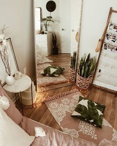 tonal boho bedroom decor - A mix of mid-century modern, bohemian, and industrial interior style. Home and apartment decor, decoration ide… Bedroom Inspo, Home Decor Bedroom, Warm Bedroom, Mirror Bedroom, Bedroom Neutral, Diy Bedroom, Girls Bedroom, Bedroom Corner, Bedroom Rustic