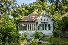 Turista Magazin - Rejtőzködő szépség a Balatonnál Cabin, House Styles, Traveling, Home Decor, Viajes, Decoration Home, Room Decor, Cabins, Cottage