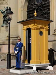 Europe Video Productions Travel Photo: Stockholm – Guard of Royal Palace in Stockholm – House of King Carl XVI Gustav – Stockholm capital of Sweden Sweden Tourism, Sweden Travel, Travel Europe, Budget Travel, Palais Royal, Le Palais, Lappland, Mall Of America, North America