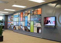 Open and flexible display design is made possible by AS Hanging Systems interior display fittings. Corporate Office Design, Office Wall Design, Office Branding, Office Wall Decor, Office Walls, Office Interior Design, Office Interiors, Office Artwork, Display Design