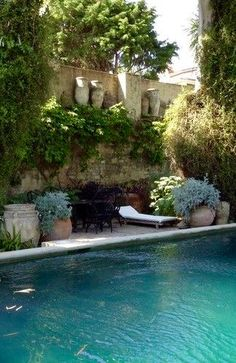 Pool and potted plants! Beautiful!