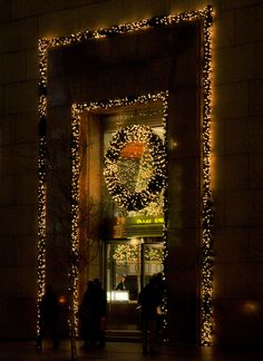 NYC. Tiffany's Christmas on Fifth Avenue.  (i have dreamed of christmas in new york since before i can remember.)