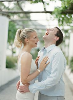 Sweet laughs: http://www.stylemepretty.com/little-black-book-blog/2015/03/18/ravello-engagement-session-at-hotel-caruso/ | Photography: Alicia Swedenborg - http://www.aliciaswedenborg.com/