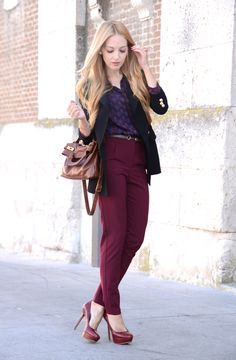 As an Autumn colour, burgundy is straight on the list.  I like the way the wearer ensured she incorporated this into the patterns on the blue shirt also.