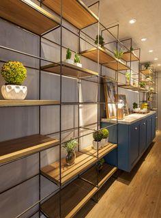 best Ideas for apartment furniture layout ideas bookshelves Natur House, Apartment Furniture Layout, Reception Desk Design, Design Industrial, Industrial Style, Industrial Apartment, Wall Shelves Design, Piece A Vivre, Home Decor Kitchen