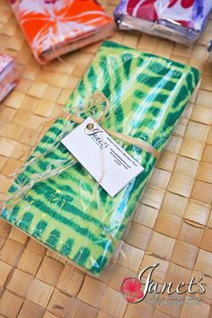 Janet's - Pacific Tea Towels T104, 13.50 AUD (http://www.janetssamoa.com/pacific-tea-towels-t104/)      Made from high grade cotton/linen     Block printed with Samoan and Pacific Island Imagery and Patterns     Samoa Pure - Made in Samoa exclusively for Janet's