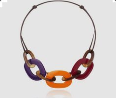 Karamba Hermes necklace in buffalo horn and lacquer Purple-red/orange/garnet red lacquered wood, long Modern Jewelry, Jewelry Art, Fashion Jewelry, Jewelry Design, Hermes Necklace, Red Garnet, Fashion Handbags, Horns, Pendants