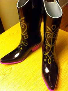 Anna's boots tutorial from Frozen Need to keep this in mind if I want to do a steampunk outfit for her.