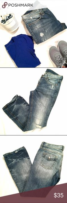 VS London Jean Victoria's Secret Distressed London Jean. Perfect staple for every wardrobe! Feel free to ask questions and bundle for best savings! Reasonable offers are considered, no trades please.  Shop on and Happy Holidays Y'all!! 🥂🍾🎉🍾🥂 Victoria's Secret Jeans
