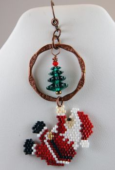 Sometime in October, I saw a pair of Santa earrings in my local bead shop: a brick stitch Santa climbing up to a swarovski margarita bead C...