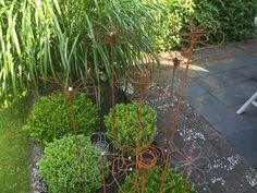 DIY. Gör egna trädgårdsdekorationer med hjälp av armeringsjärn och ståltråd.