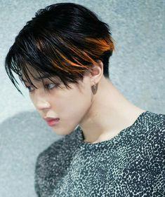 Did I say already that I'm in love with fake love era Jimin? Mochi, Jimin Hair, Bts Jimin, Twitter Layouts, Fake Love, Love Hair, Perfect Man, Jikook, Bts Wallpaper