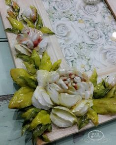 Sospeso trasparente porcelain effect on wooden frame Plaster Crafts, Plastering, Decoupage Art, Fresh Rolls, Wooden Frames, Polymer Clay, Ethnic Recipes, Flowers, Food