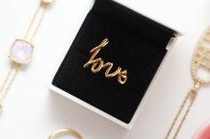 Blogger VeraCamilla ontwierp op Suuz.com haar eigen echt gouden ring met het woord 'love'. Zelf sieraden ontwerpen en laten printen door 3D-printers? Je kunt kiezen uit oorbellen, ringen, armbanden en beads. Het is in vier stappen gebeurd op http://www.suuz.com/.