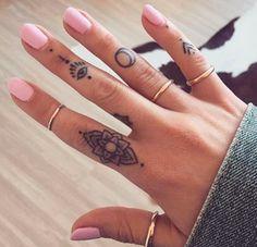 Finger henna