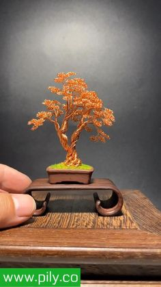 Wire Art Sculpture, Tree Sculpture, Copper Wire Art, Bonsai Wire, Handmade Wire Jewelry, Wire Trees, Diy Crafts For Gifts, Quilling Designs, Wire Weaving