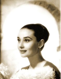 Audrey Photo by Wallace Seawell, 1959 Audry Hepburn Style, Audrey Hepburn, Golden Age Of Hollywood, Old Hollywood, Tomorrow Is Another Day, I Believe In Pink, Many Faces, British Actresses, Timeless Elegance