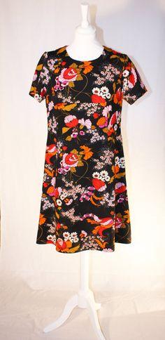 Black dress with retro flowerprint by RoxygoesRetro on Etsy, Roxy, Summer Dresses, Retro, Trending Outfits, Unique, Clothes, Vintage, Black, Fashion