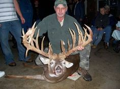 It may be genetics, injuries or something else, but there's no question these giant non-typical whitetail bucks definitely will get your attention! Ohio Deer Hunting, Trophy Hunting, Hunting Tips, Hunting Stuff, Deer Pictures, Cool Pictures, Deer Pics, Big Whitetail Bucks, Big Deer