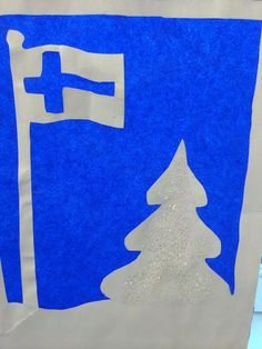 Ikkunakoriste (Alakoulun aarreaitta FB -sivustosta / Sari Salo) Winter Crafts For Kids, Art For Kids, Independence Day, Art Lessons, Christmas Crafts, Projects To Try, Blue And White, Activities, School