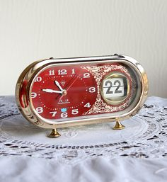 Vintage alarm clock with flip date calendar Working retro clock Retro Alarm Clock, Vintage Alarm Clocks, Vintage Bags, Vintage Love, Burgundy And Gold, Desk Clock, Radios, Discovery, Calendar