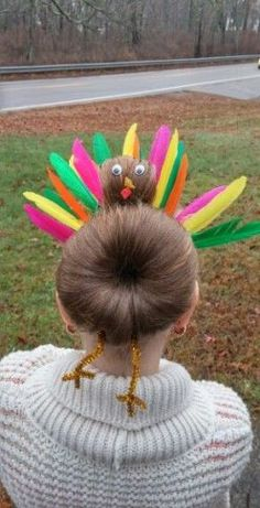 Turkey bun i did on my daughter. So cute and super easy! Gekke kapsels Turkey bun i did on my daughter. So cute and super easy! Crazy Hair Day Girls, Crazy Hair For Kids, Crazy Hair Day At School, Days For Girls, Girl Hair Dos, Crazy Hair Days, Holiday Hairstyles, Cool Hairstyles, Halloween Hairstyles