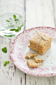 check out these little cutie pie crackers! darling! they are herb crackers btw