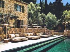 Casa e área externa de Pedras