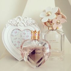 ♥Princess by Vera Wang Princess is all about a new attitude. It's about claiming something magical and mystical in your life. Hollywood Glamour, Daisy Jacobs, Marc Jacobs, Girly Girl, Long Lasting Perfume, Perfume Recipes, Everything Pink, Body Spray, Smell Good