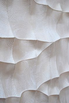 Constructed Textiles - silkscreen printed felt, handstitched to create textures; fabric manipulation // Chung-Im Kim Textile Texture, 3d Texture, Textile Fiber Art, White Texture, Fabric Textures, Textures Patterns, Parametrisches Design, Design Elements, Wall Design