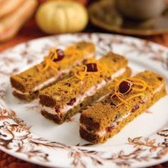 Pumpkin Bread and Cranberry Tea Sandwiches (originally from Tea Time Magazine) Kürbisbrot und Cranberry-Tee-Sandwiches (ursprünglich aus dem Tea Time Magazine) Mini Sandwiches, Finger Sandwiches, Cranberry Bread, Cranberry Bars, Cranberry Sauce, Tea Recipes, Pumpkin Recipes, Picnic Recipes, Tea Time