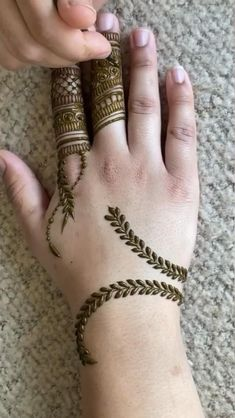 Henna Tattoo Designs Simple, Finger Henna Designs, Latest Bridal Mehndi Designs, Full Hand Mehndi Designs, Mehndi Designs For Beginners, Mehndi Designs For Girls, Wedding Mehndi Designs, Henna Designs Easy, Mehndi Designs For Fingers