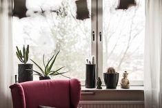 Post: Piso nórdico pequeño muy bien aprovechado --> distribución abierta, estilo escandinavo, piso sueco acogedor, pisos nórdicos, pisos para una persona, pisos pequeños, pisos pequeños diáfanos, decoración interiores, muebles ikea, fritz hansen, piet hein, ant chair, home decor, scandinavian home, scandinavian design