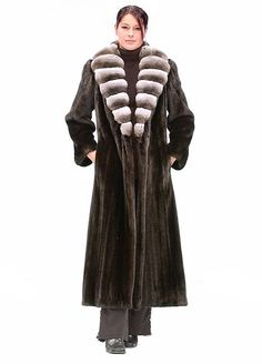 Black Ranch Female Chinchilla Neckline Fur Mink Coat Size 10 (M) Brown Fur Vest, Chinchilla Coat, Fur Coat Outfit, Winter Coat Outfits, White Fur Coat, Furano, Fur Fashion, Fur Jacket, Fabric Design