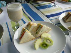 Sandwich Chinese Breakfast, Sandwiches, Bread, Food, Breads, Baking, Meals, Yemek, Sandwich Loaf