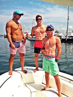 Ok this is an irony, for the length of my life, I have never known not one preppy boy, myself included that was ripped. You might have a couple guys with decent bodies but never once have I met a muscle preppy boy. Frat Style, Preppy Style, Preppy Outfits, Summer Outfits, Mode Masculine, Frat Guys, Preppy Boys, Men's Fashion, Shirtless Men
